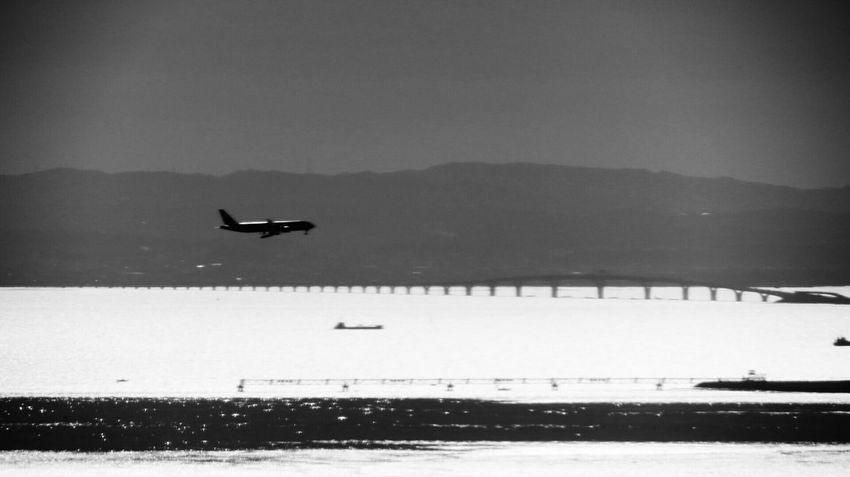 Landing Aircraft Tokyo Bay Ship Bridge Landscape Black And White Eyeem Monochrome 東京湾アクアラインと房総半島