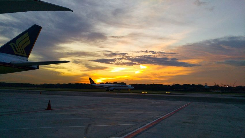 We can't control what happens to us only how it affects us and the choices we make. Sunset Cloud - Sky Airport Runway Airport Singaporeairlines Singaporeairport What A Wonderful World LGV10 Lgv10photography Raw Photography Beauty In Nature Snapseed Hustle