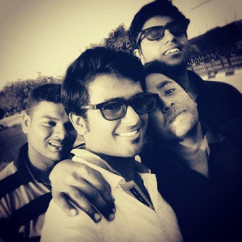 Friends Selfie Instapic B &WInstaselfie College_friend