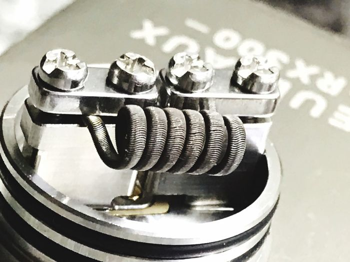 Goon 1,5 single coil Vapers Vapecommunity Vaping VapeLife Vape Close-up Technology Metal No People Indoors  Still Life High Angle View Equipment Focus On Foreground Machinery Arts Culture And Entertainment Communication Machine Part Table Music Connection Detail Single Object Shiny Silver Colored