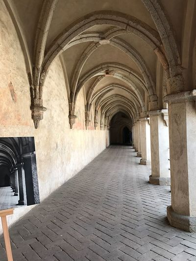 EyeEm Selects Arch Corridor Indoors  Architecture History The Way Forward Architectural Column No People Built Structure Day EyeEm Selects EyeEm Selects Focus On The Story