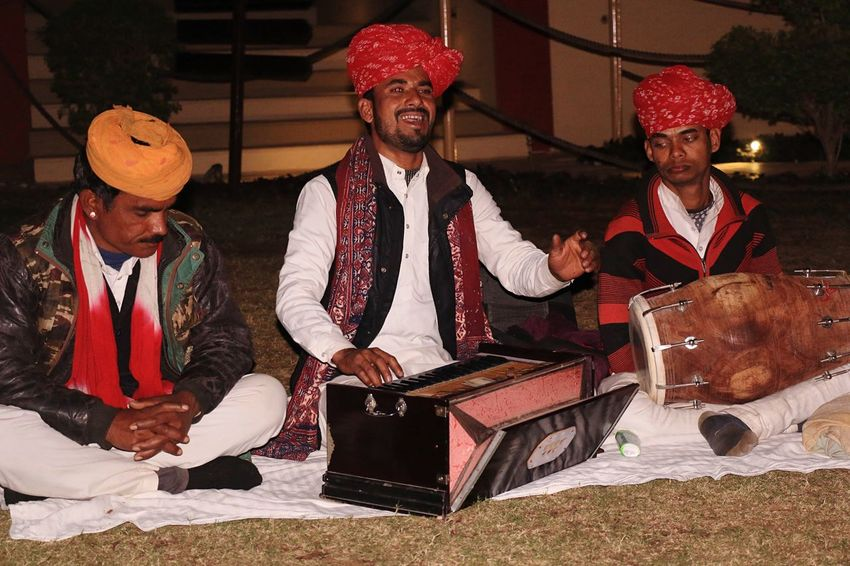 Rajasthani folk singer.. Rajasthani Culture Rajasthanifolk Traditional Clothing Arts Culture And Entertainment Music Sitting Men Headwear Stage Costume Turban Period Costume Night Adult Musician Actor Only Men Adults Only Rajasthandiaries Rajasthan Beauty