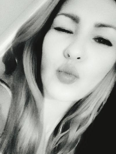 Smoochie celfie. Follow me @natsumilove on Instagram. Celfies Celfiedarling Kisses Selfie ♥ Selfienation Selfieoftheday