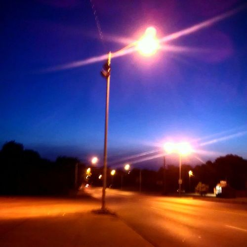 Took this picture on my way to work Sunday. Didn't apply any filters to this shot, just raised the contrast and that's all. 5am is a beautiful time! Photography Nofilter Photogram Photoart Photooftheday Phoneography Earlyam 5am Sunrise Dawn Phoneonly Kentuckysunrise Kymorning Kyartist Kentucky  Streetlights Highcontrast Beautifulmorning