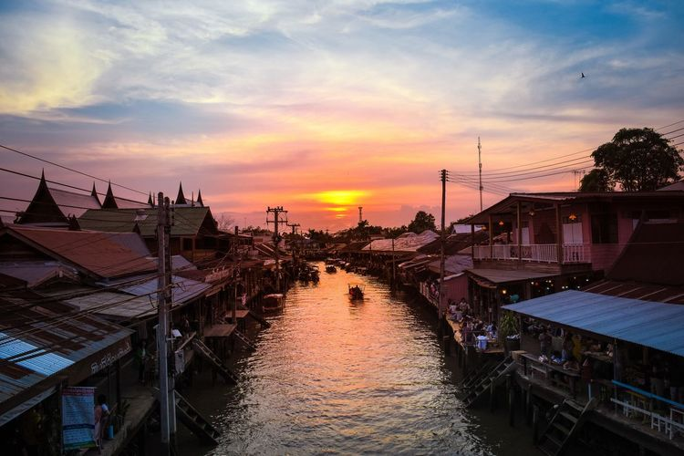28 January 2018 Samut Songkhram Thailand boat in the river at Amphawa market Samut Songkhram Amphawa  ASIA City Cityscape Market Songkhram Sunlight Thailand Photos Travel Boat Evening Food Night People River Shop Sunset Tourism Water An Eye For Travel