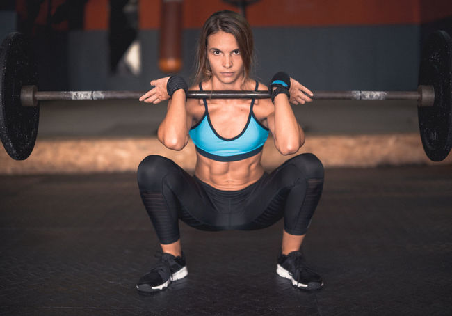 Determination Exercising Indoor Activities Musculation  Squat Squatting Blonde Exercising Cross Training Crossfit Crossfit Girl Energy Front Squat Kettlebell  Leg Workout Lifestyles Muscular Build One Person Real People Sport Clothing Stretching Training Weightlifting Workout