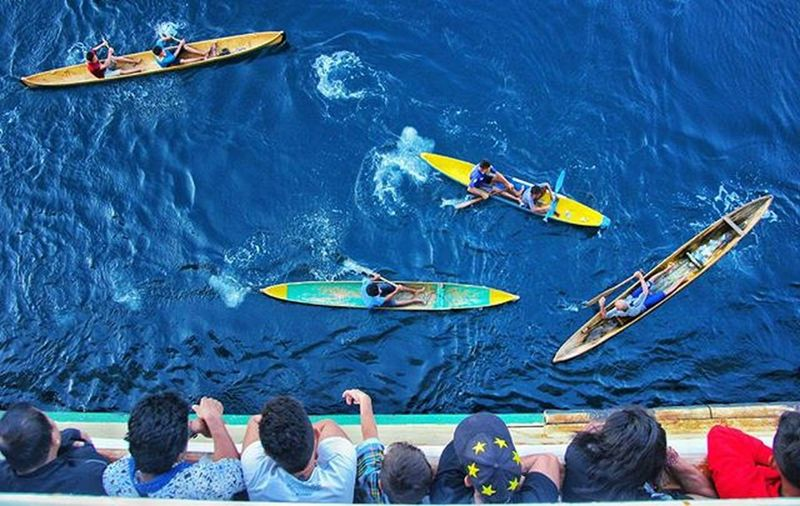 Nikon Indonesia Social Media Anniversary [Boca 1000 pulau] Sebutan untuk mereka yang sering menyambut kedatangan kapal PELNI yang hendak bersandar di pelabuhan Baubau Pulau Buton , Sulawesitenggara Iamindonesiacontest Nikonindonesia @nikonindonesia Iamindonesia