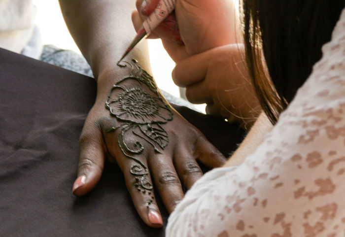 EyeEm Selects Human Body Part Human Hand Adult People Adults Only Only Women Skill  Lifestyles Leisure Activity Women Close-up Real People Day Indoors  Low Section Bride Henna Tattoo ❤ Modern Workplace Culture