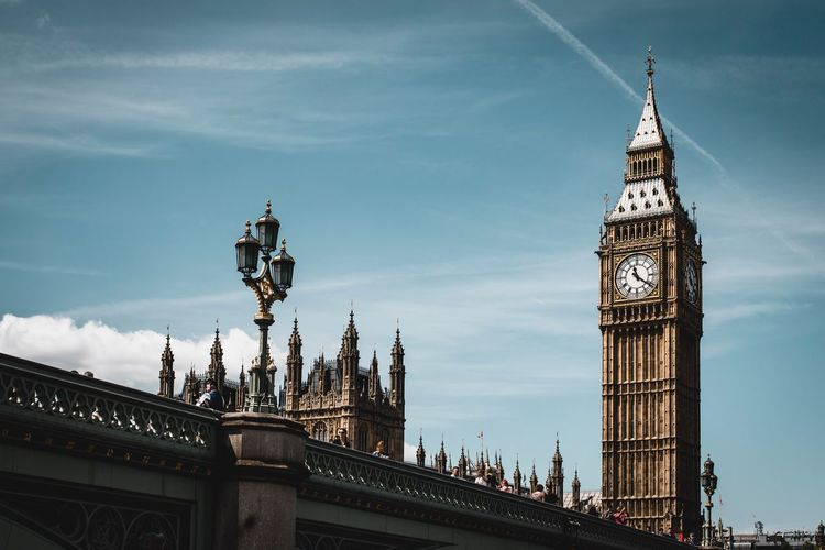 Minimising London Big Ben London Architecture Clock Tower Sky Travel Destinations Built Structure Cloud - Sky Tourism Low Angle View Bridge - Man Made Structure Building Exterior Outdoors Government Day No People Clock City Travel The Architect - 2018 EyeEm Awards