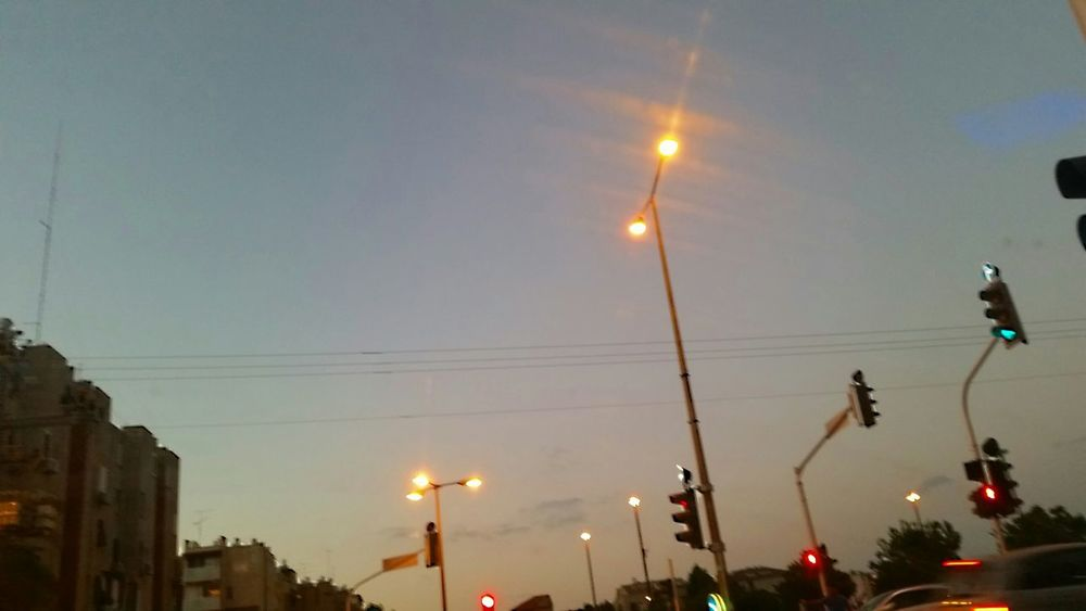 🚥🚗🚦🚦 On The Road Driving Home The View From My Window Evening Sky Keep It Blurry Traffic Lights Cityscapes Urban Landscape Travel Photography By The End Of The Day