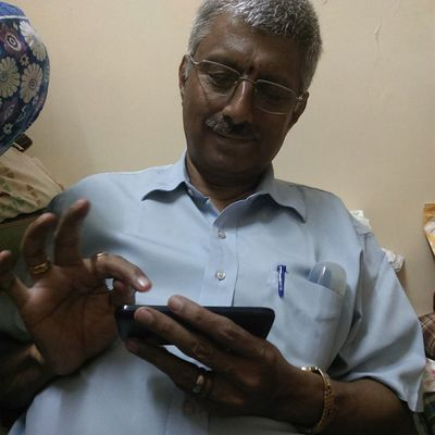 The Papap discovering the many joys on Android ??