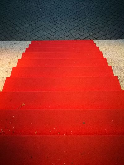 Kurhaus Wiesbaden VIP V.I.P. Treppe Eingang Portal Stairs Roter Teppich Red Carpet Evening Abend Theaterabend Theater No People Anlaß Event Wiesbaden Hessen Kurhaus Bowling Green Red Color Red Carpet Important Step Steps Red