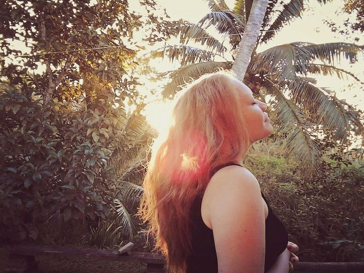 I love nature and with all its splender and beauty ❤ Outdoors Nature Sunbeam Sunlight Long Hair Beauty In Nature First Eyeem Photo Streetphotography Shekelsphotography Albinism Albinismawareness Albinismisbeautiful Naturelovers Nature Photography Fijian Young Women Fiji ❤🌴 Albinismo Landscape_photography Sunset Fresh On Eyeem