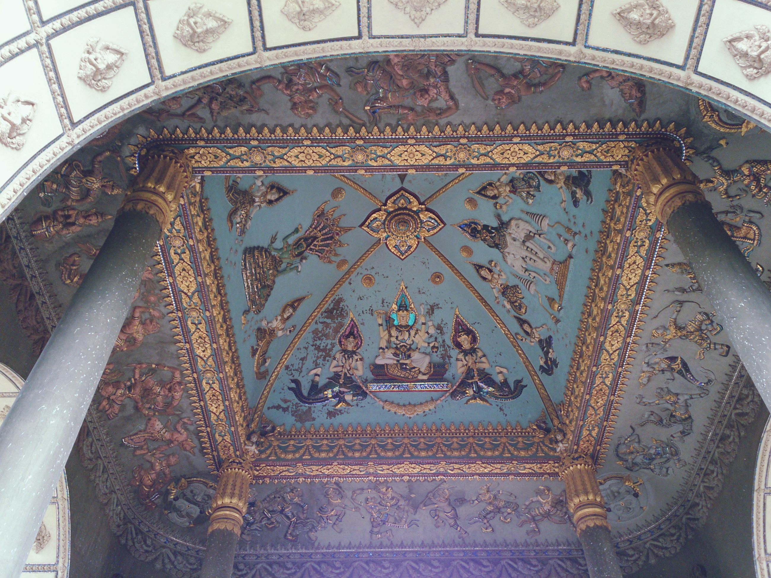indoors, ceiling, low angle view, architecture, built structure, pattern, design, ornate, art and craft, art, famous place, architectural feature, creativity, religion, place of worship, travel destinations, travel, tourism, international landmark, arch