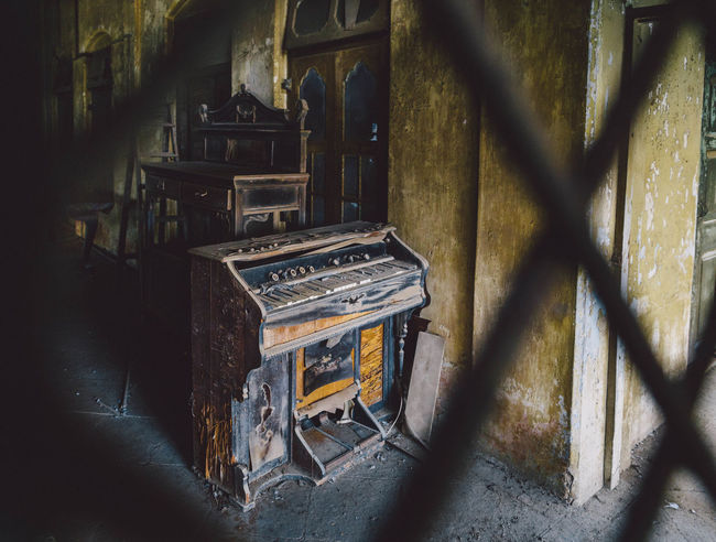 Piano in abandoned house Abandon_seekers Abandoned Abandoned & Derelict Abandoned Buildings Abandoned Places Abandoned_junkies Antique Antique Bombay Dilapidated India Indoors  Mumbai Music No People Obsolete Old-fashioned Piano The Past Weathered Piano Moments The Week On EyeEm