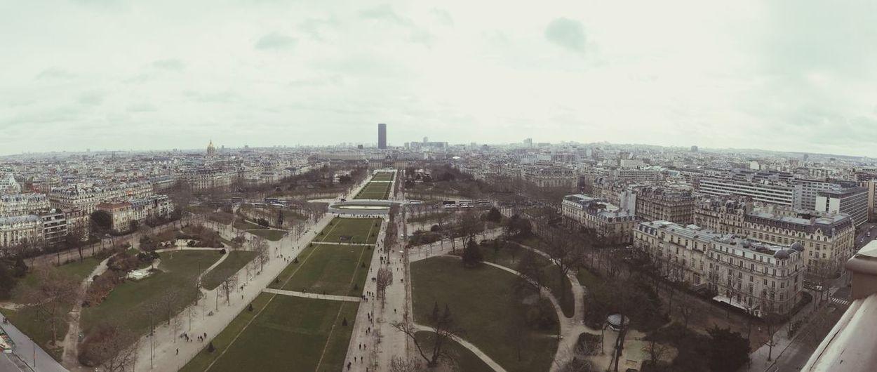 Paname bitch ? Paris ❤ Tour Eiffel Tour Montparnasse Enjoying Life Picoftheday View Being A Tourist Fam Beauty Lovely