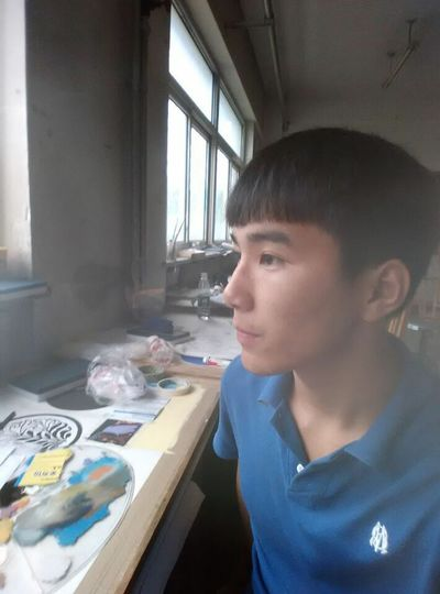 He is watching out of window and he is learning drawing. @humanofzjut