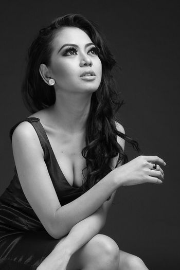 The look. Black And White Photography Model Modeling Portrait Of A Woman Portrait Monochrome _ Collection Today's Hot Look Blackandwhite Taking Photos Monochrography