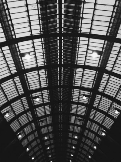 Roof at kings cross Symmetrical Monochrome Architecture_bw Lines