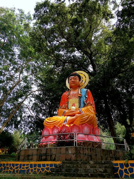 Religion Religious Architecture #traveldestinations #traveller #travelling #tanjungpinang #kepulauanriau INDONESIA Journey Xiaomiphotography Xiaomiphotograph Xiaomi Nature Outdoors Outdoor Photography Statue Male Likeness Human Representation Sculpture Religion Spirituality Low Angle View