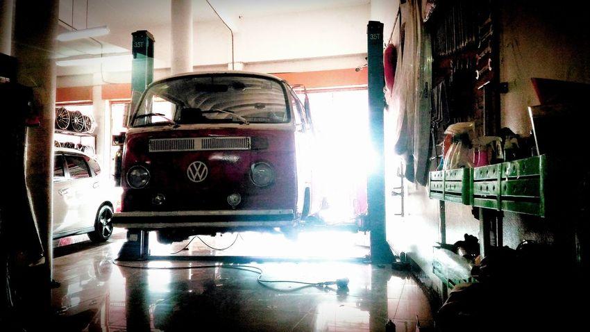 Volkswagenbus In Garage Land Vehicle Wet Repair VW Vw Type2 Bay Window
