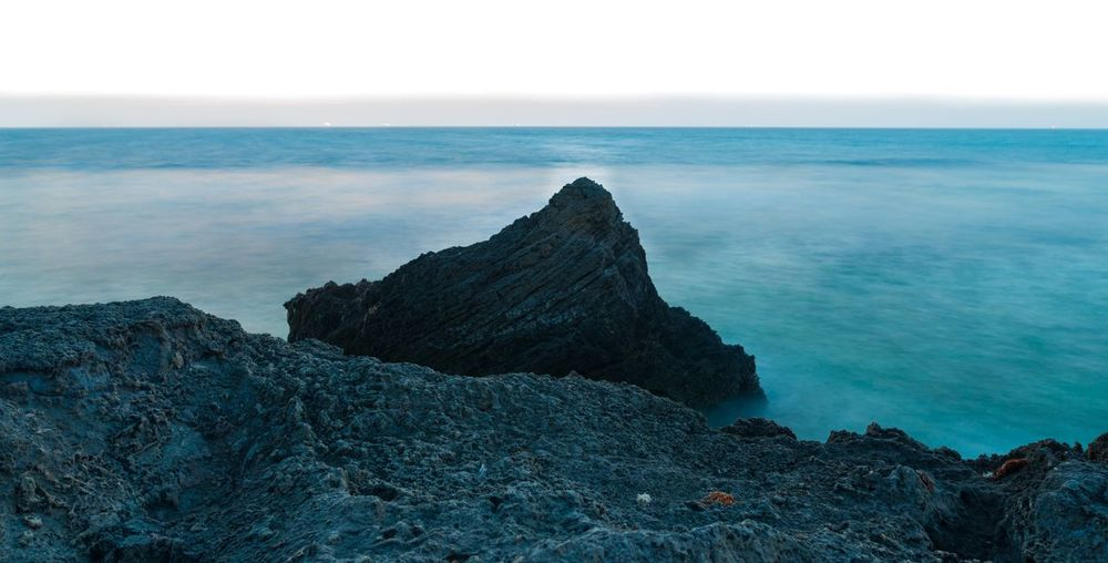 Sea Horizon Over Water Rock - Object Nature Beauty In Nature Scenics Water Tranquility Outdoors Tranquil Scene No People Day Beach Sky Cliff