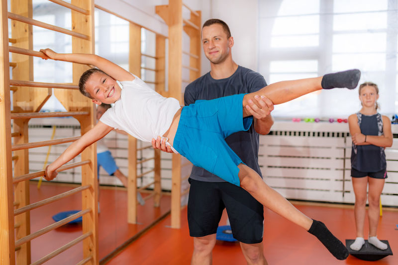 Exercises on swedish ladders, strengthening of abdominal muscles