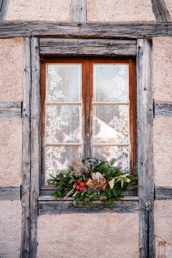 très belle vue sur une petite fenêtre Fenêtre Bois Menuiserie Beautiful Beautiful Day Très Beau Temps Bonifaccio Corsica Corse Door Architecture Outdoors Façade Day Wood - Material Flower No People