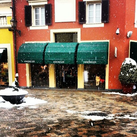 Serravalle Outlet Shopping Snow instamoment