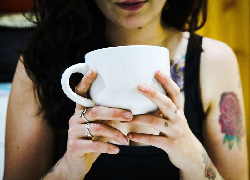 Human Hand Young Women Drink Women Tea - Hot Drink Nail Polish Coffee - Drink Holding Drinking Front View Modern Hospitality