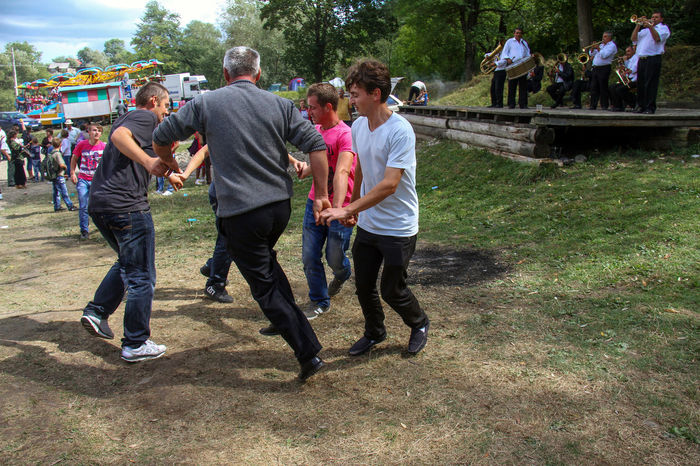 Fun Adult Casual Clothing Country Fun Dancers Day Full Length Grass Group Of People Large Group Of People Leisure Activity Men Outdoors People Real People Reportage Togetherness