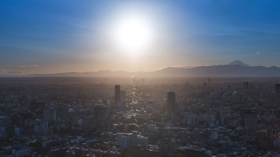 Before sunset in Tokyo. Cityscape City High Angle View Skyscraper Mountain Built Structure Urban Urban Skyline Tokyo Tokyo,Japan Fuji Mountain Fuji Fujisan Fujiyama Sunset Sunbeam Sunlight City Background City ASIA Roppongihills Roppongi Lens Flare Capture Tomorrow 2018 In One Photograph