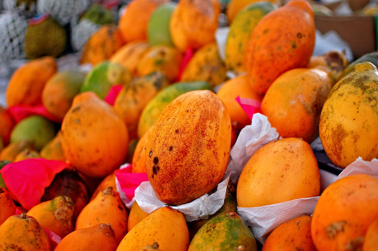 Passion Fruit Maracujá EyeEm Selects Fruit Healthy Eating Food And Drink Food Market Multi Colored Abundance Business Finance And Industry Close-up Large Group Of Objects No People No People Freshness Retail  Full Frame Outdoors Nature Blood Orange Supermarket Day