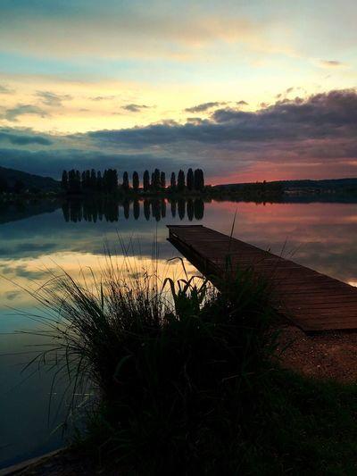 Lac De Vesoul Vaivre-et-montoille Lac Lake Sunset Water Sky Nature Beauty In Nature Tranquil Scene Cloud - Sky Tranquility Coucher De Soleil Arbres Trees Onde Reeds Roseaux Lago Pontoon Hulk