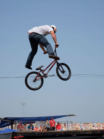 Nowear BMX Team Nebraska State Fair August 25, 2018 Grand Island, Nebraska Camera Work Event Extreme EyeEm Best Shots Flying High Getty Images Nebraska Nebraska State Fair NowearBMX Skill  Stunt Summertime Action Shot  Bicycle Bmx  Extreme Sports Eye For Photography Freestyle Lifestyles Mid-air No Feet Real People Riding S.ramos August 2018 Tourist Destination