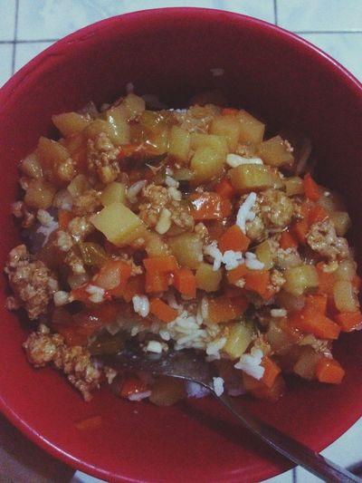 eating my dinner 😋 Pork Veggies Carrots Potato Green Bell Pepper Onion Garlic Tomatosauce EyeEm Food Lovers My Dinner Rice Lover