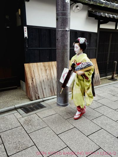 Maiko Walking : Dailyphoto One Person Full Length Real People Streetphotography Streetphoto_color Gion In Kyoto Candid Photography Snapshots Of Life 31, July 2017 Leica Q 28mm + Snap a Stranger Snapseed Editing  ( 4:3 crop, text..etc ) 京都市  祇園 de Good night EyeEm mate