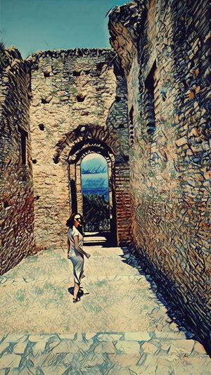 Gateway to get away #italy #sirmione #gardalake #lagodigarda #GrotteDiCatullo #GrottesOfCatullus #gateway #sky #clouds