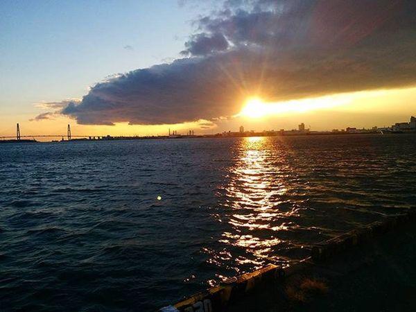 🌇 夕陽が出ました🎶☺ Setting sun came out🎶☺ ※ ※ 名古屋港 Port_of_Nagoya 日本 Japan Aichi Nagoya 夕焼け Sunset 夕暮れ Dusk 夕陽 Settingsun 自然 Nature 安らぎ Peace 眩しい Dazzling 夕空 Evningsky 綺麗 Beatiful 風景 Landscape Orange vista 🌇 sunset_japan_nagoya_mitu