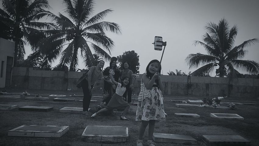 Human Meets Technology Group Selfie People Taking Photos People Taking Pictures Graveyard Philippines Selfie ✌ Groupselfie Asian