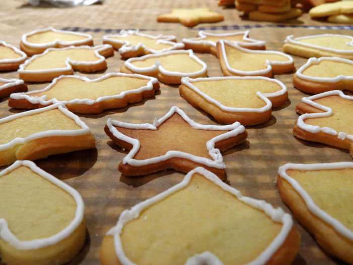 Cookie Cookies Cookie Cutter Baking Baking Cookies Biscuits Pastry Dough Cookie Dough Christmas Cookies Christmas Christmas Baking Large Group Of Objects Indulgence Star Shape Temptation Gingerbread Cookie Baking Sheet Sweet Food Baked Food Food And Drink Sweet Royal Icing Icing