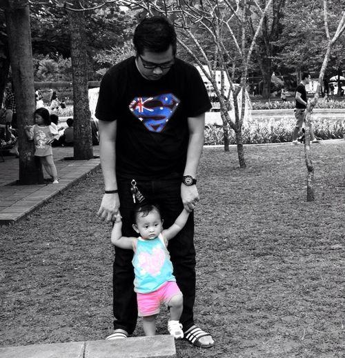 """ DaD "" a daughter's first LOVE Enjoying Life Photography Hitam My Princess My Fam B & W Classic Hanging Out Childrenphoto Loupe U Ragunan Zoo"