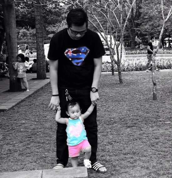 """ DaD "" a daughter's first LOVE Enjoying Life Photography Hitam My Princess My Fam B & W Classic Hanging Out Childrenphoto Loupe U Ragunan Zoo"
