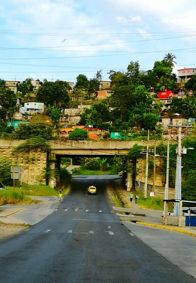 Transportation Road Sky Car Outdoors Built Structure Streetphotography Street Photography Green Color Beauty In Nature Panama City Panamá Pamama Chanty Favela Hill Barrio Overpass Bridge