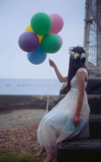 35mm Film Film EyeEm Best Shots Portrait Myfriend Cloudy Balloons Colorful Beach