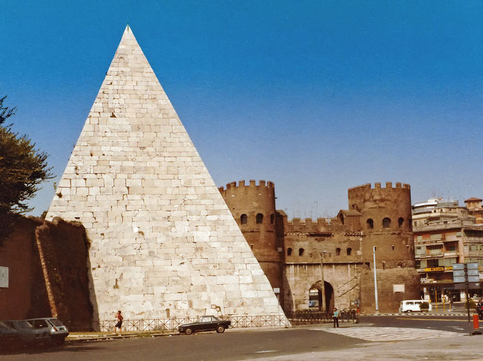The Pyramide of Ciao Angelo - Rome, Ital Architecture Real People Sky Travel Tourism Day History Outdoors Ancient Pyramid The Past Archaeology Monument Clear Sky Travel Destinations Ancient Civilization Building Exterior Built Structure Old Ruin Rome Italy🇮🇹 Pyramid Of Rome The Graphic City Moving Around Rome