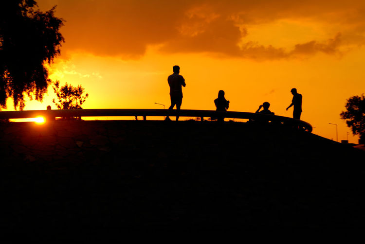 Medium Group Of People Nature Orange Color Outdoors People Sky Sun 공원 역광 Colour Of Life Light And Shadow People Together