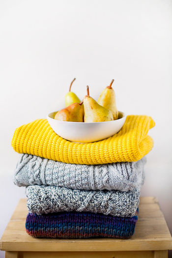 Close-up of bananas in bowl on table