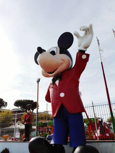 Ciao! Mickey.. EyeEm Hi Eyeem! Mouse Topolino  Eyemphotography EyeEm Gallery Sculpture In The City Disney Mickey Mouse Mickeyphotos Entertainment Entertaining Things I Saw Today Hello World!