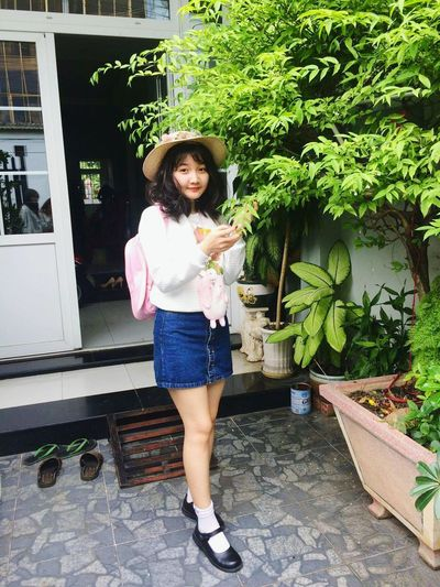 Girl hàn haha Only Women One Woman Only Adults Only Adult Full Length One Person One Young Woman Only Casual Clothing Standing People Young Adult Outdoors Smiling Day Women Holding Beautiful Woman Young Women Portrait Lifestyles Selfie😎 Selfie ✌ Cute